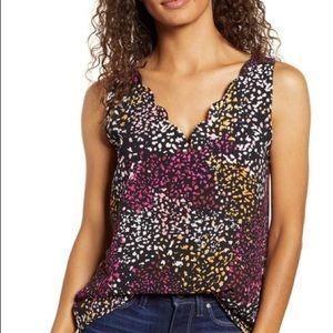 NWOT Gibson scalloped sleeveless blouse